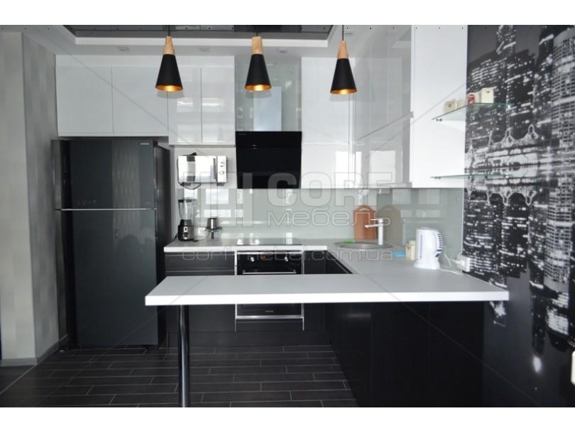 Черно белая кухня с барной стойкой на заказ