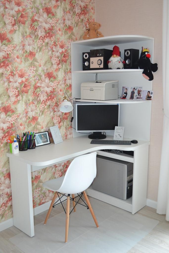 Белый угловой компьютерный стол на заказ