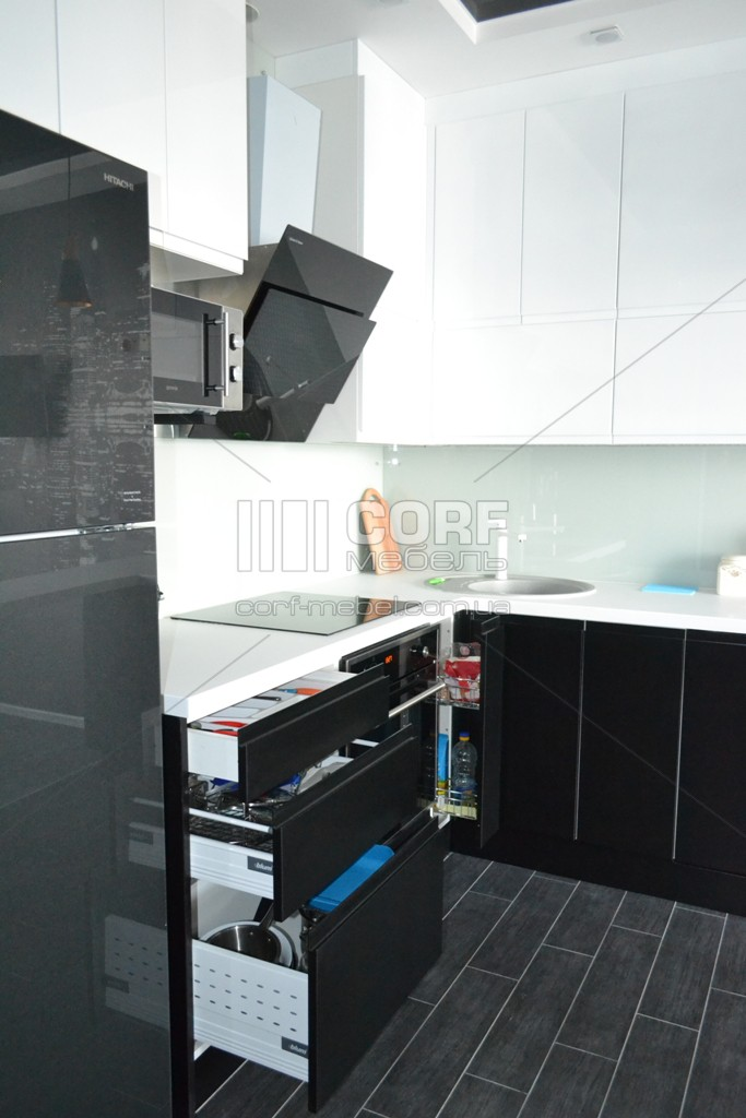 Кухня модерн черно белая на заказ