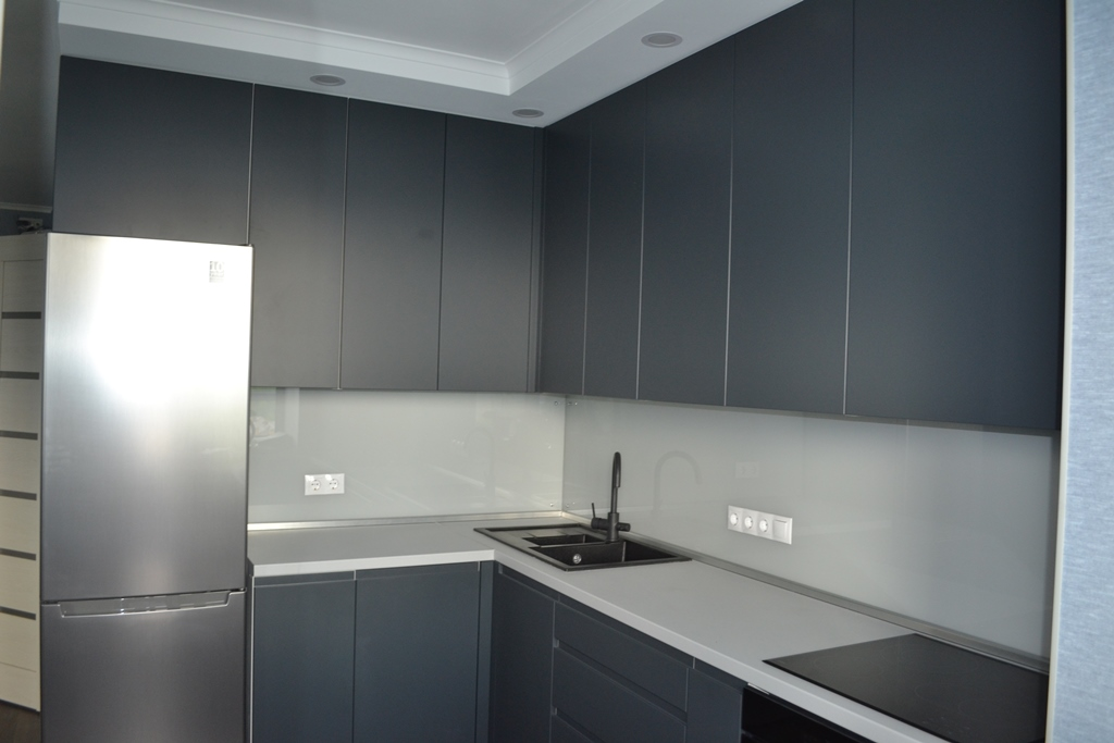 Темно-сіра кухня модерн на заказ