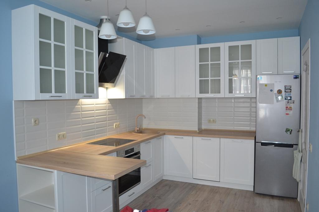 Біла кухня з фрезеруванням на заказ