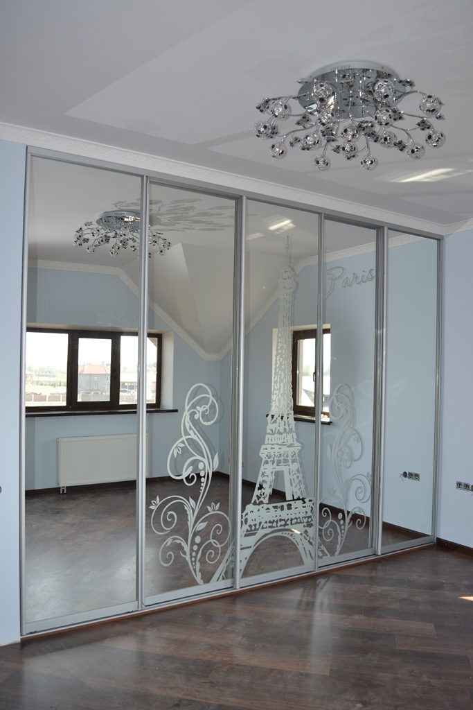Шкаф купе зеркальный с рисунком Эйфелева башня на заказ