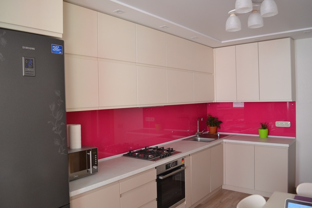 Кухня с использованием активного цвета на заказ
