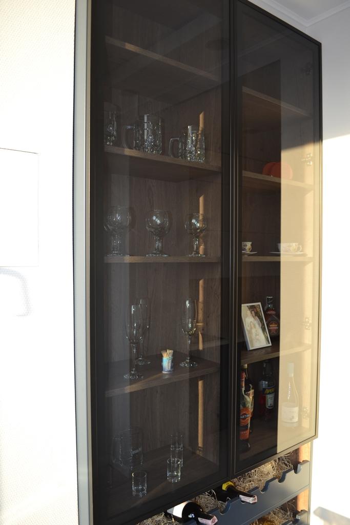Кухонный пенал-бутылочница на заказ