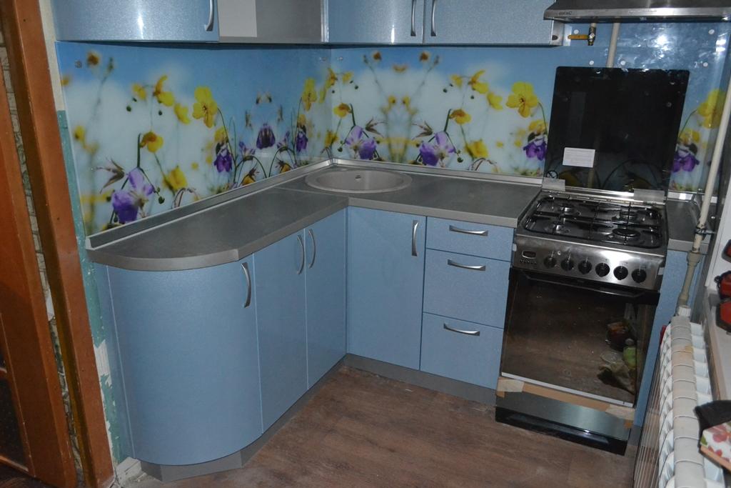 Кухня в серо-голубых тонах на заказ