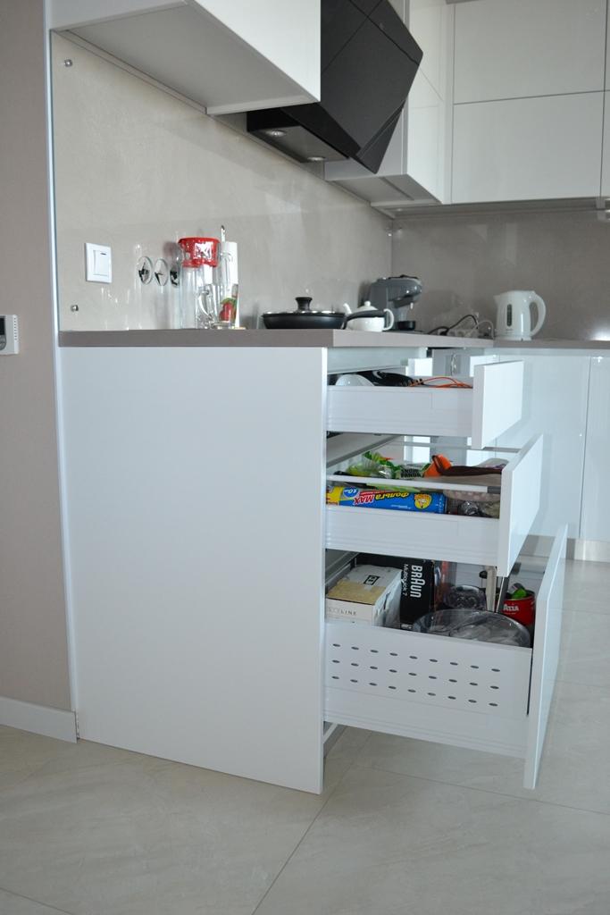 Кухня білий глянець з барною стійкою на заказ