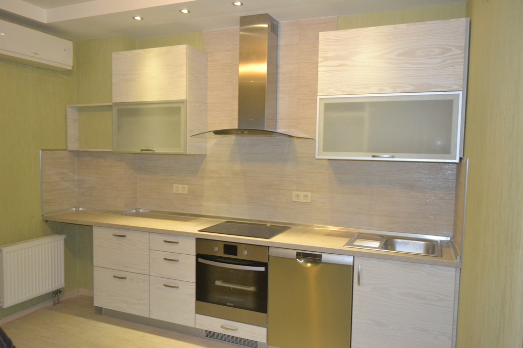 Кухня з фасадами із ДСП CLEAF на заказ