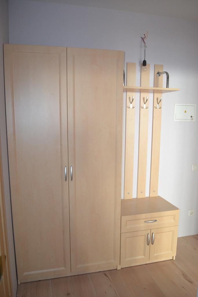 Распашной шкаф в коридор на заказ