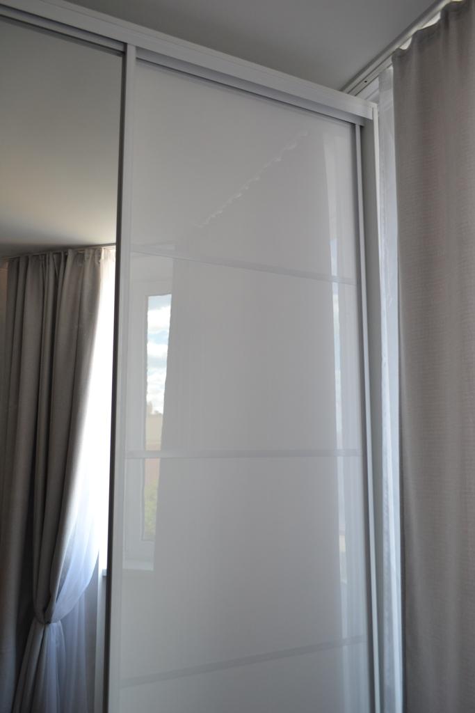 Шафа-купе біла з дзеркалами на заказ