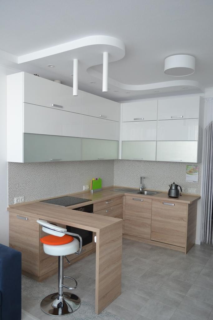 Сучасна кухня зі світлим деревом на заказ