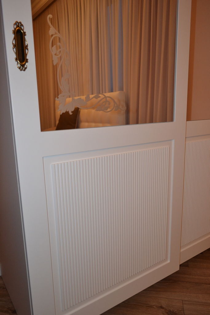 Біла шафа-купе в спальню на заказ