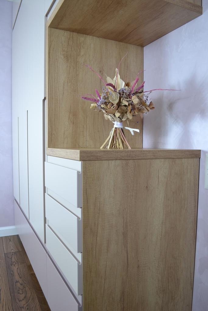 Шкаф в спальню без ручек на заказ