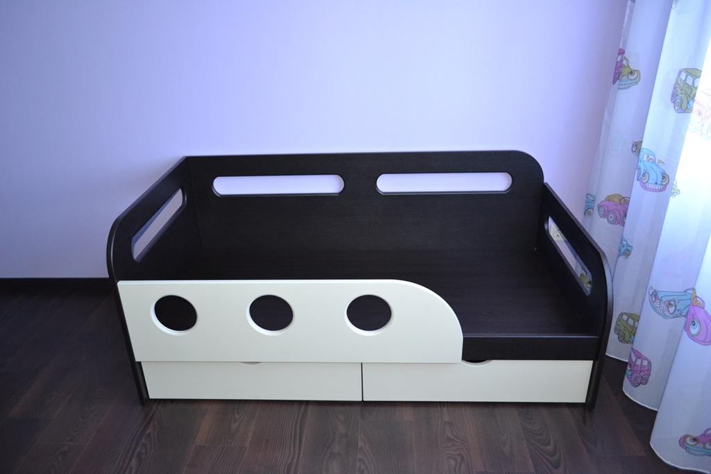 Детская кроватка венге и ваниль на заказ