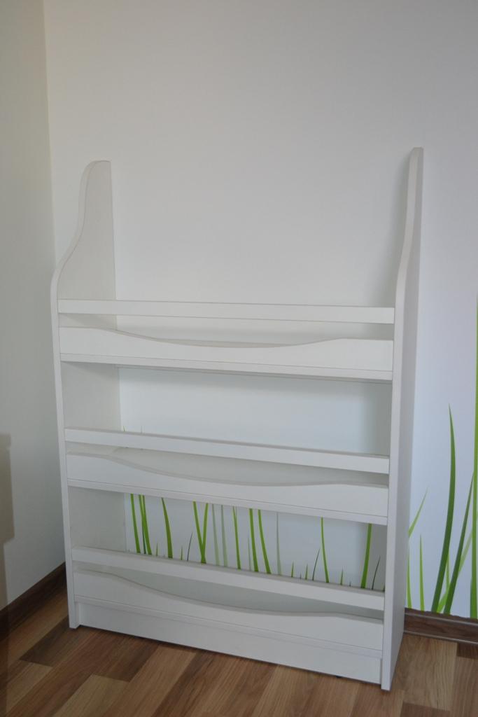 Стеллаж в детскую комнату на заказ